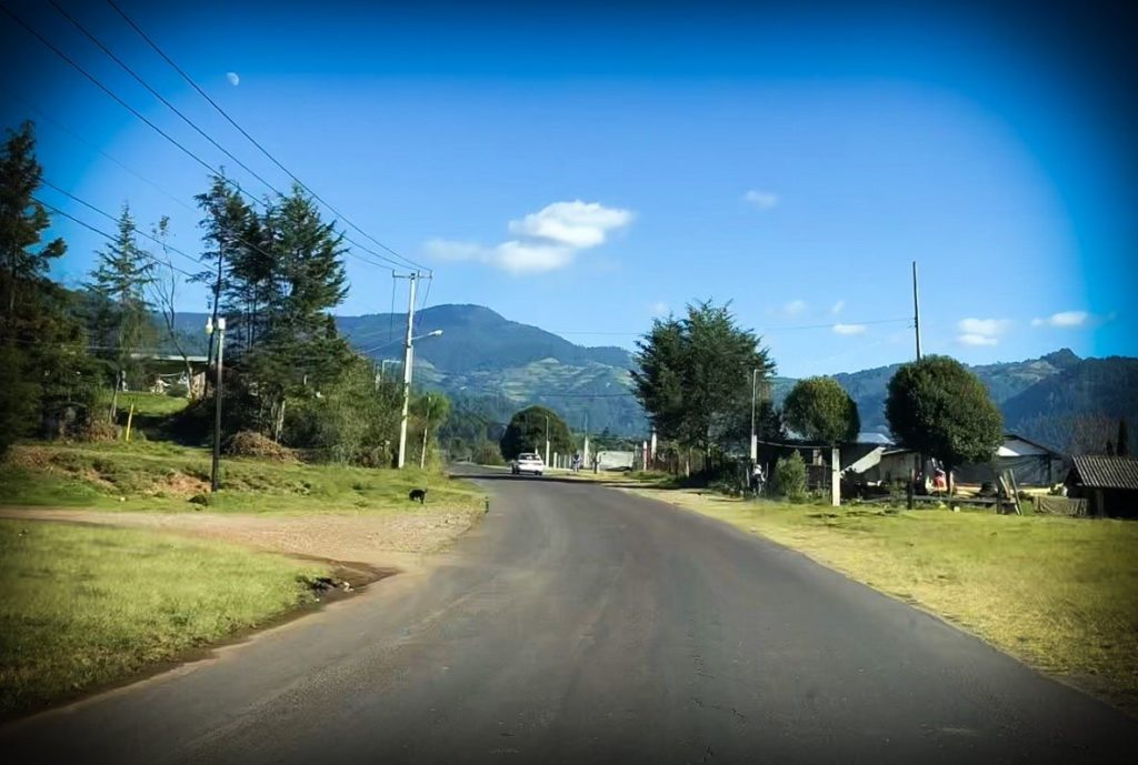 A road in Mexico, where you can use Waze app for family activities
