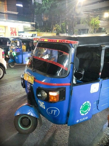 A bajai, one of the transportation options for visiting attractions in Jakarta