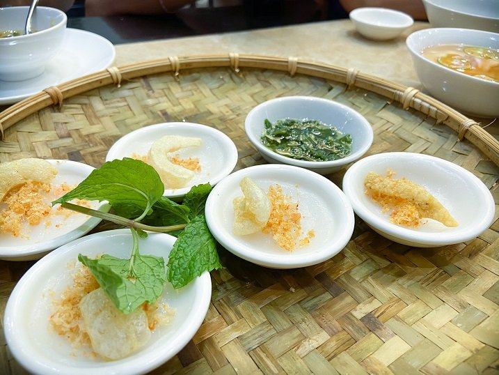 Small dishes of bánh bèo, a food in Hanoi made with rice and tapioca flower